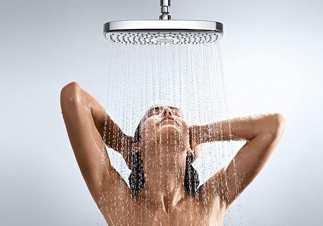 1. Gyorsan, langyos vízzel zuhanyozz - Kerüld a forró fürdőt